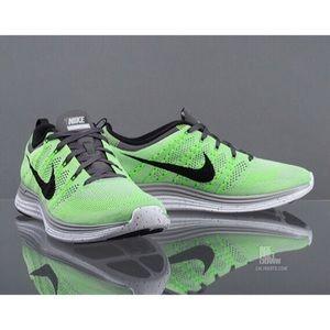 🎀 Nike • Flyknit Lunar Sneakers